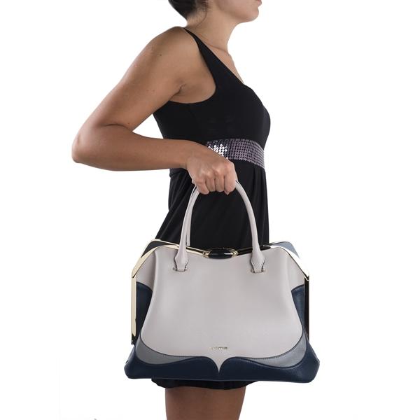 a405dd3c4609 ... Купить женскую сумку Cromia 1403421 из натуральной бежевой кожи ...